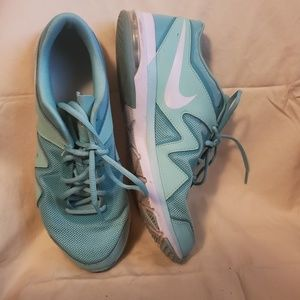 Women's Nike Athletic shoes Gymshoes Size 10